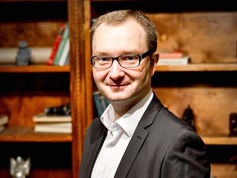 """Легендарная фигура в beauty-маркетинге: Павел Гринишин — основатель управляющей компании """"Grinishyn"""" и бизнес-школы """"Grinishyn Beauty School""""."""